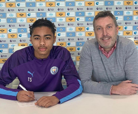 (Photo) Manchester City Sign Nigerian Defender From Leicester City